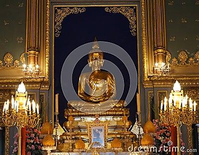 Het standbeeld van Boedha in Wat Rajabopit, Bangkok, Thailand
