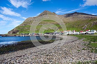 Het strand van de dakspaan van Famjin, Suduroy, de Faeröer
