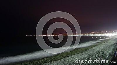 Het strand van Nice bij nacht