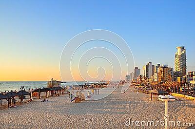 Het Strand van Tel Aviv, Israël Redactionele Foto