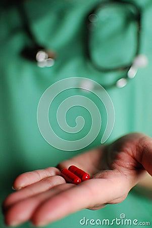 Het uitdelen van de verpleegster medicijn