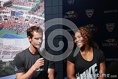 Het US Open 2012 kampioenen Serena Williams en Andy Murray bij het US Open van 2013 trekt Ceremonie Redactionele Stock Foto