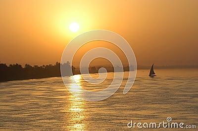 Het varen zonsondergang
