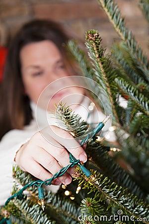 Het verfraaien van Kerstboom