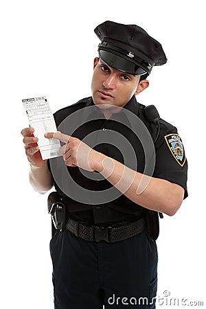 Het verkeershoofd van de politieagent met overtredingskaartje