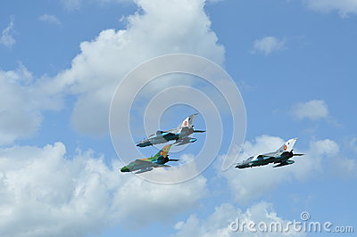 Het vliegtuig van de de LANSIERvechter van mig 21 voert een demonstratievlucht op de Roemeense Lucht Fest uit Redactionele Afbeelding