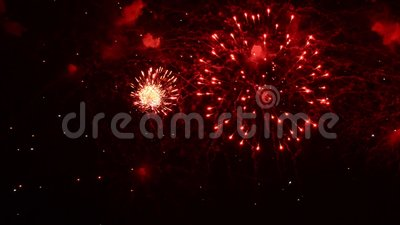 Het vuurwerk toont Festival en viering Het gebruiken van spectaculaire Pyrotechniek voor een Nieuwjaarvooravond stock videobeelden