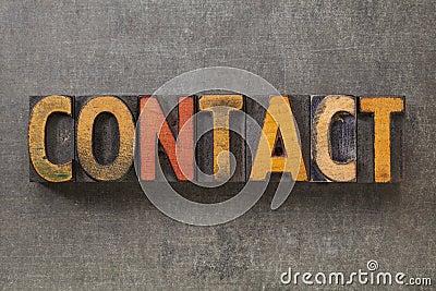 Het woord van het contact in houten type