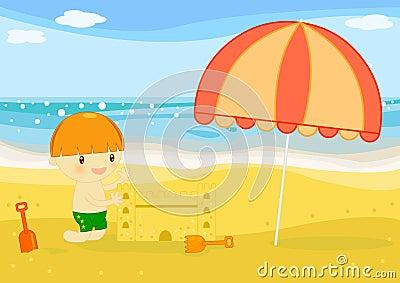Het zandkasteel van de jongen builts op het strand