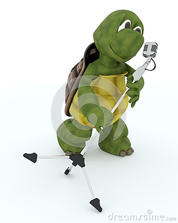 Het zingen van de schildpad in een retro microfoon