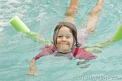 Het zwemmen van het kind