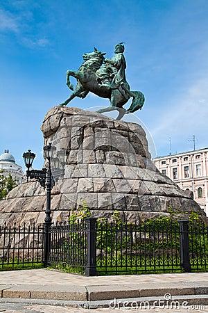 hetman-bogdan-khmelnitsky-statue-kiev-uk