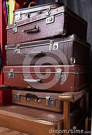 Hög av resväskor