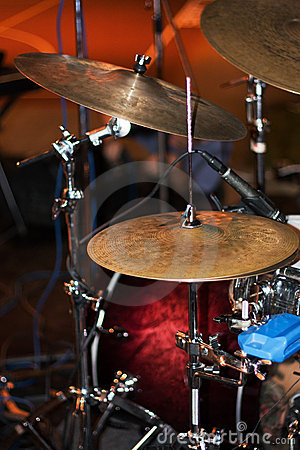 Hi-Hat (hihat) and cymbals on live stage