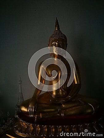 Free High Contrast Image Of Beautiful Buddha Statue Stock Photos - 86096603