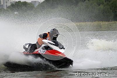 High-speed water jetski4