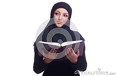 Μουσουλμανική νέα γυναίκα που φορά hijab