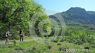 Hikers собирают trekking в Крыме акции видеоматериалы