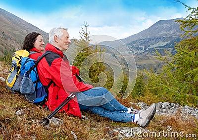 Hiking seniors 2