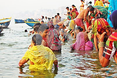 Hindu pilgrims taking bath at Varanasi