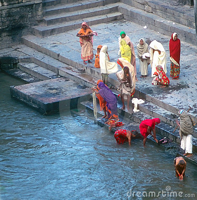 Free Hindu Worshippers Come Down To Bathing Ghats Stock Photos - 5777053