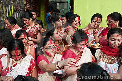 Hinduisk vermilion för ceremoni Redaktionell Bild