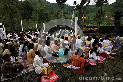 Hindus pray Editorial Photography