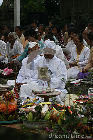 Hindus pray Editorial Photo