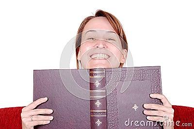 Hinter einem Buch