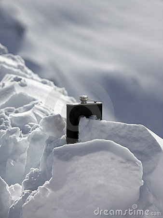 Free Hipflask In Snow Royalty Free Stock Images - 13258919