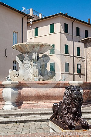 Historic Fountain Royalty Free Stock Photos - Image: 28037228