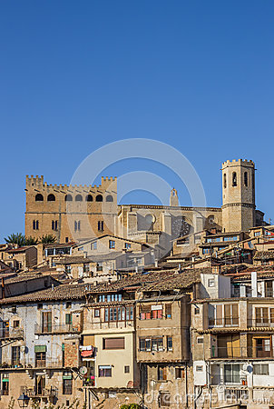 Free Historical Castle And Church On Top Of The Hill In Valderrobres Royalty Free Stock Photo - 81053425