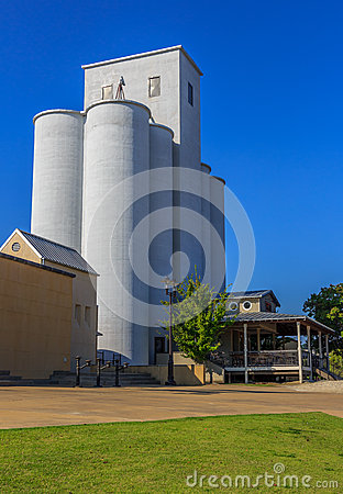 Free Historical Grain Silo Turned Bar Backdrop Royalty Free Stock Photos - 67585848