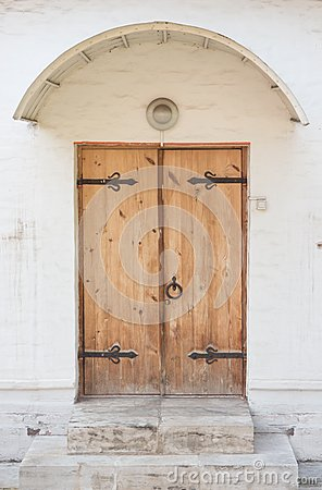 Free Historical Ornate Wooden Door In A Stone Entry Stock Photos - 46245183