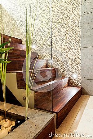 Moderne treppe in der luxuswohnung stockfoto   bild: 47109061