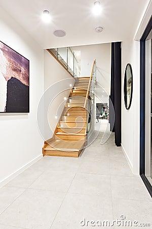 Beige treppe innerhalb der wohnung stockfoto   bild: 49816066