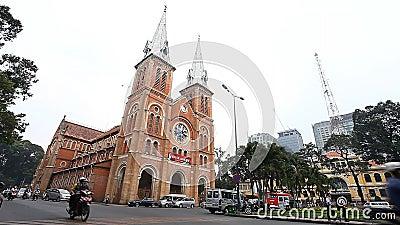 Ho Chi Minh City, Vietnam-Januar 11,2017: Ansicht von einer der Hauptanziehungskräfte der Stadt Notre-Dame-Kathedrale Saigon stock footage