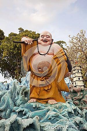 Ho Tai Happy Buddha Statue na casa de campo da paridade do espinho Imagem de Stock Editorial