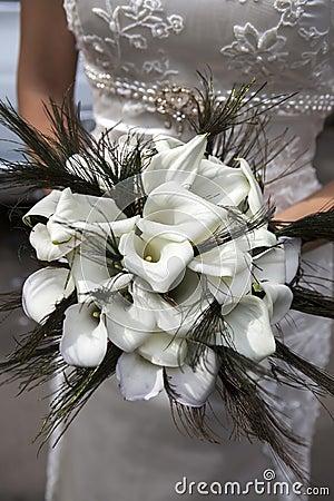 Hochzeitsblumenstrauß von den weißen Callas