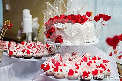 Hochzeitstorte Und Kleine Kuchen In Der Dekoration