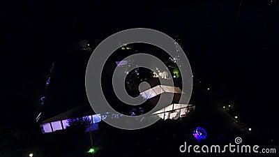 Hochzeitszelt nahe dem See, gesehen vom Brummen stock video footage