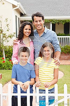 Hogar exterior derecho de la familia hispánica