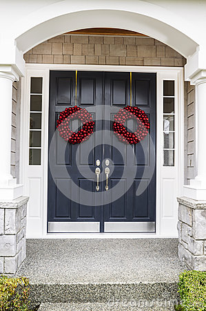 Free Holiday Home Door Royalty Free Stock Images - 27936989