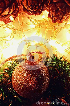 Free Holiday Wallpaper With Cones, Glitter Ball, Tinsel And Lights Royalty Free Stock Images - 104057559