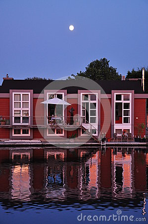 Free Holland: Floating Dutch Houseboat And Moonshine. Royalty Free Stock Images - 35536969
