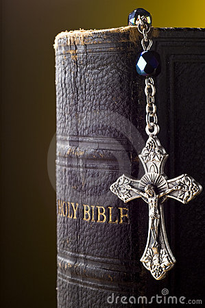 Free Holy Bible And Crucifix Royalty Free Stock Photos - 3624658