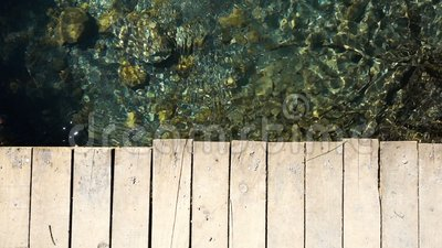 Holzbr?cke und Fluss stock footage