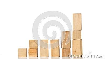 Holzklotzgeb?udest?cke, die Schritte in der Endbewegung - Karriere-, Wachstums- oder Entwicklungskonzept bilden stock video