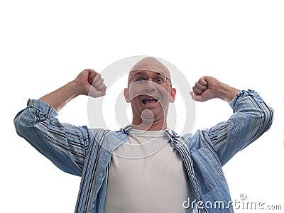 Hombre calvo realmente emocionado