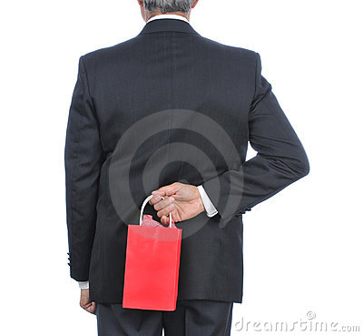 Hombre con del regalo del bolso la parte posterior detrás